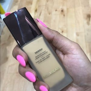 Hourglass vanish liquid foundation